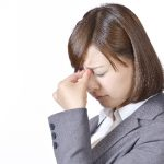 目が乾く・かすむ不快感の原因と対処法